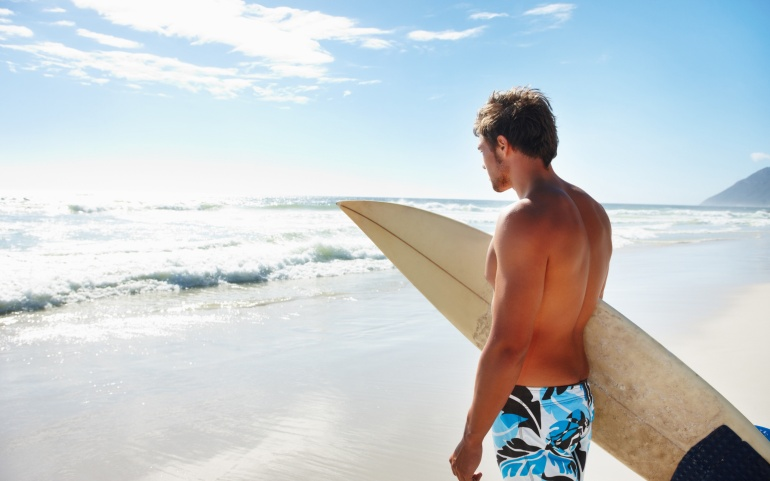 7013307-surfer-beach